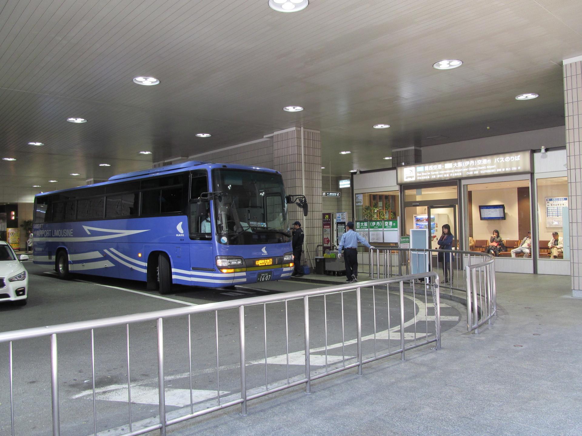 42空港(関空、伊丹)ゆきバスのりば阪急梅田駅1階: 梅田デート